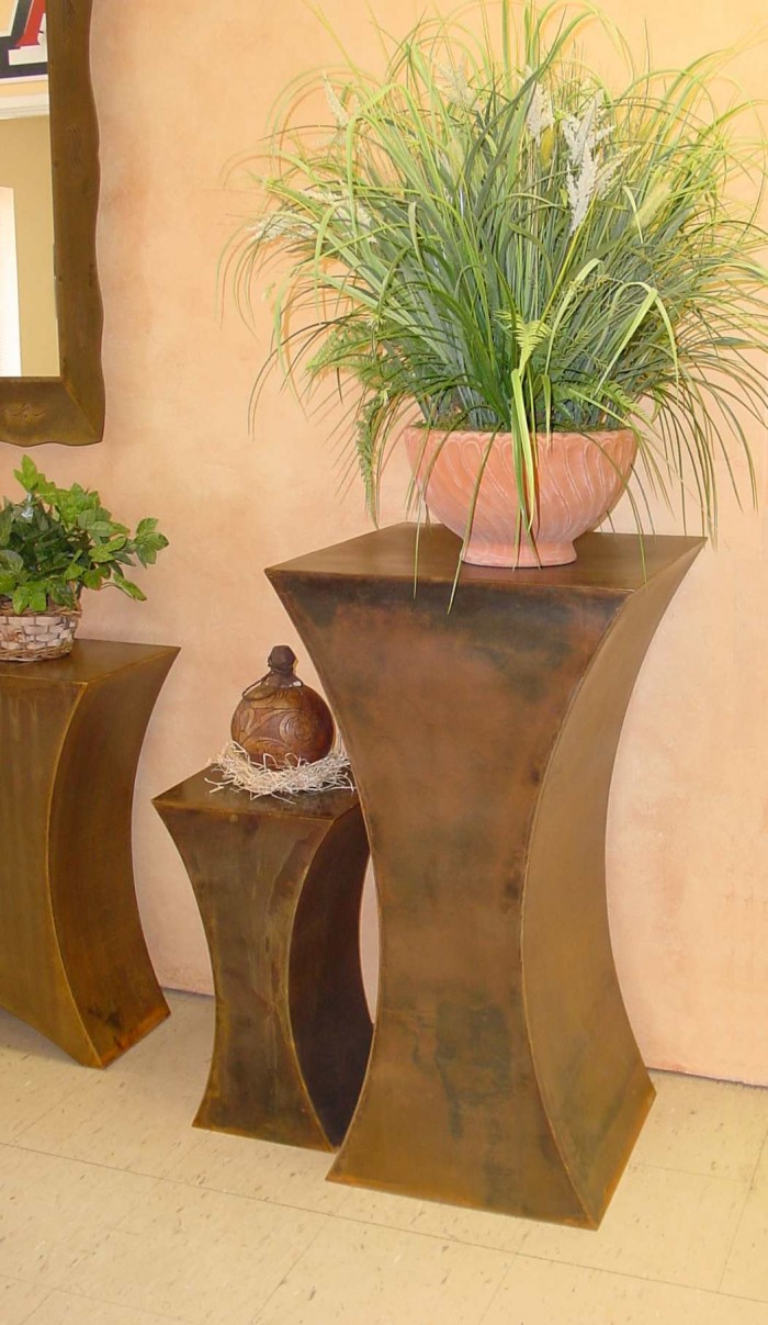 Echo pedestal tables
